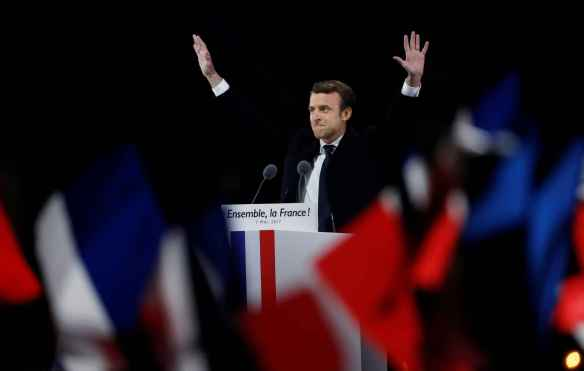 2048x1536-fit_french-president-elect-emmanuel-macron-waves-to-the-crowd-as-he-delivers-a-speech-at-the-pyramid-at